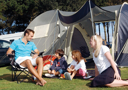 Family_outdoor_camping