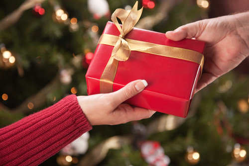 Ideas for exchanging christmas gifts with the family